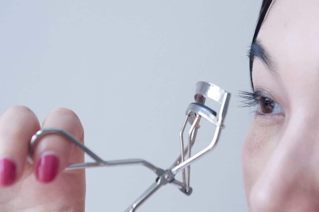 Nettoyer ses pinceaux à maquillage-bien-comment-naturelement-bicarbonate-pinceaux-outils-accessoire-blender