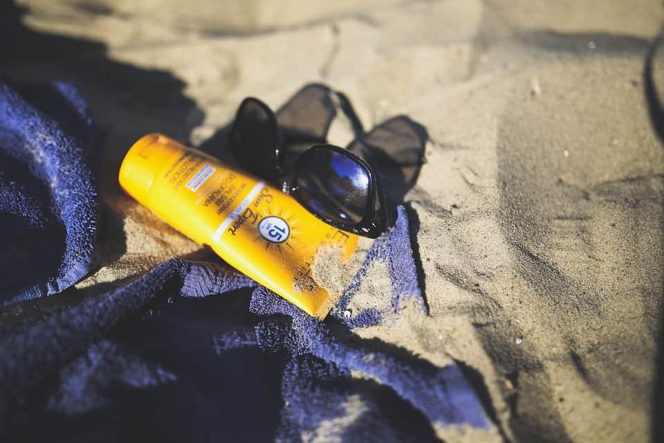 Crème solaire peau protection soin visage corps été vacances conseils astuces truc maison domicile