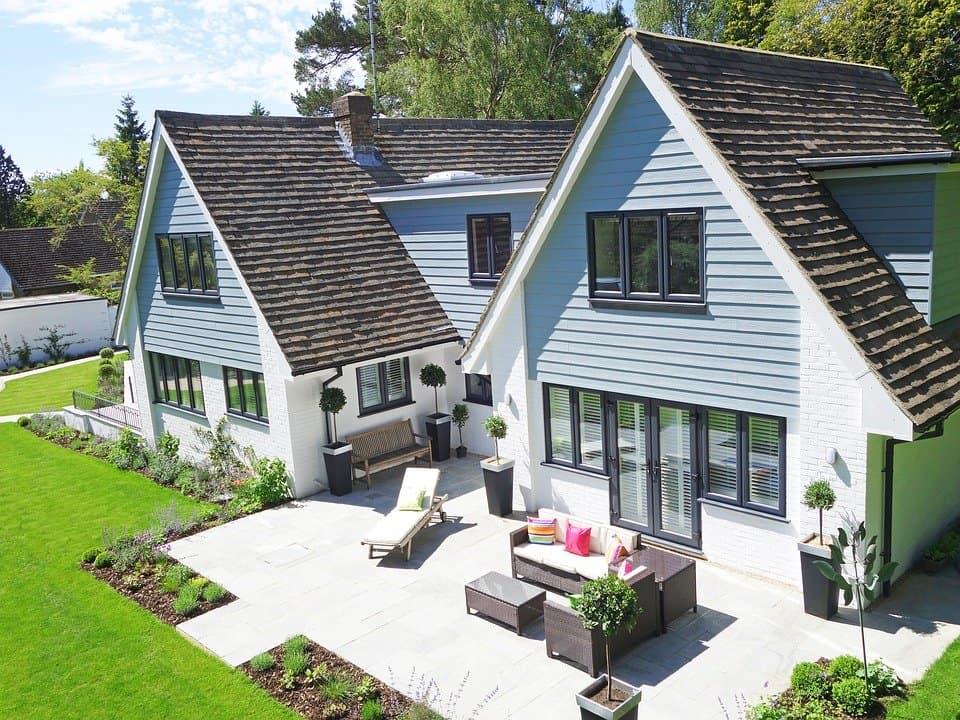 terrasse-balcon-éxterieur-jardin-été-beaux-jours-décoration-aménager-aménagement-bienêtre-bois-gazon-artificiel-composite-meilleurs-ventes-amazon